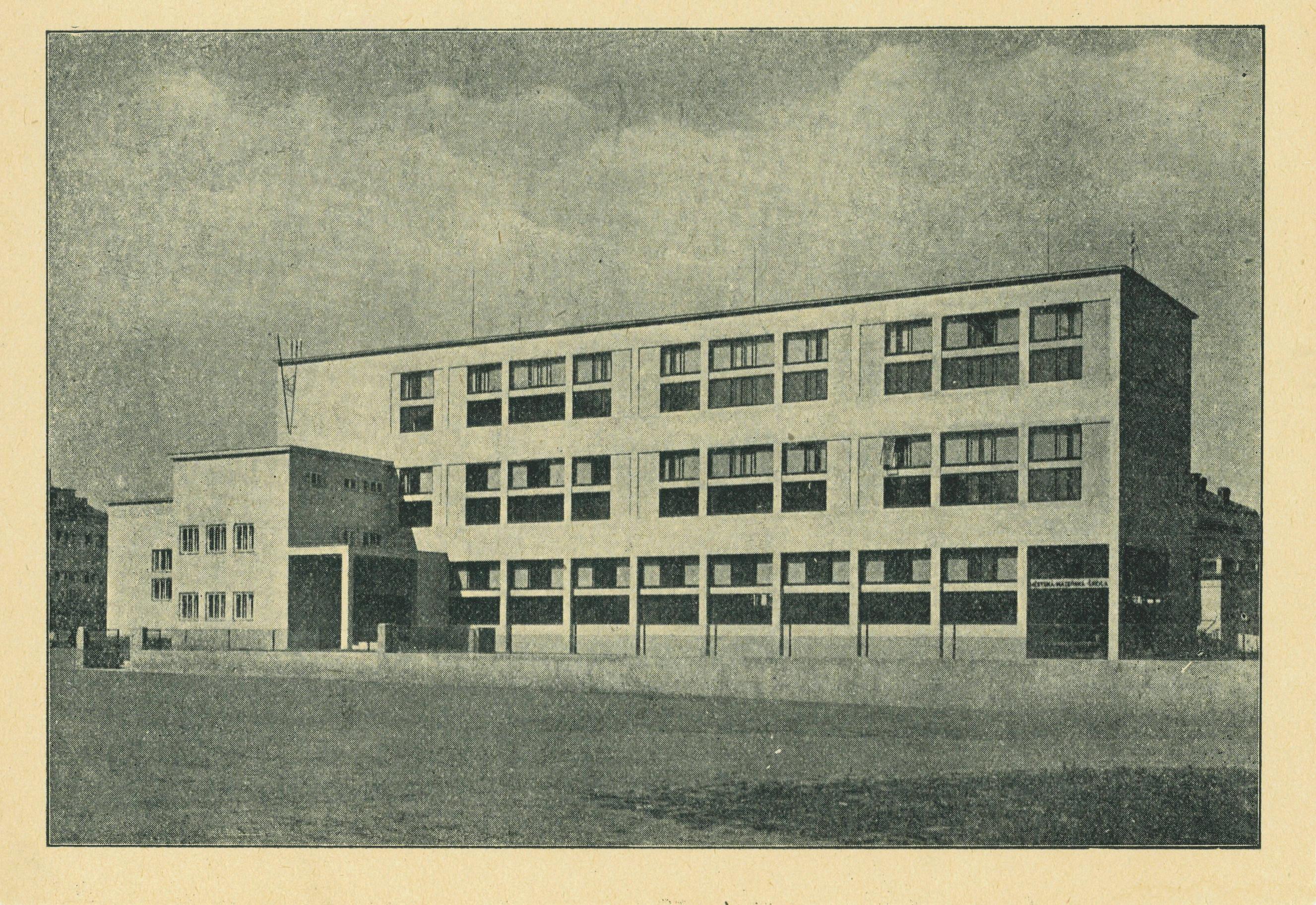 Stará fotka školy